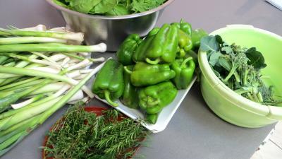 Ingrédients pour la recette : Conserves de légumes d'été (poivrons, poireaux, brocolis, épinards)