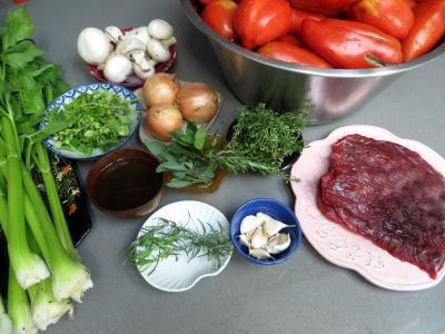 Ingrédients pour la recette : Conserves de sauce bolognaise au céleri-branche