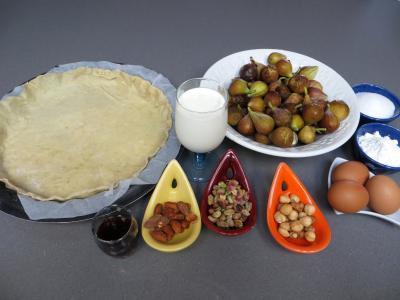 Ingrédients pour la recette : Tarte aux figues et mendiants