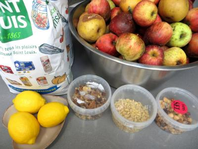 Ingrédients pour la recette : Confiture de pommes variées aux fruits secs