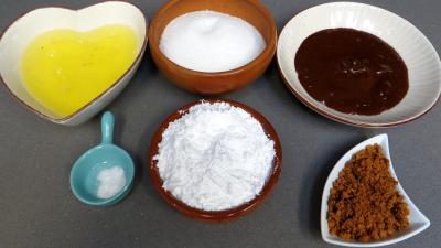 Ingrédients pour la recette : Meringues à l'espagnole glacées au chocolat