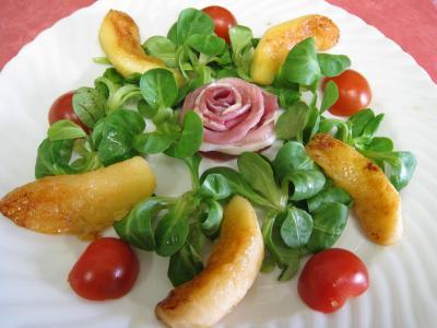 Salade de mâche aux foies de volaille et aux pommes - 12.2