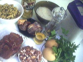Ingrédients pour la recette : Farce de volaille aux cèpes et aux noix