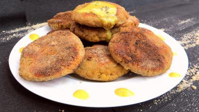 galette : Assiette de galettes d'oeufs de cabillaud frais