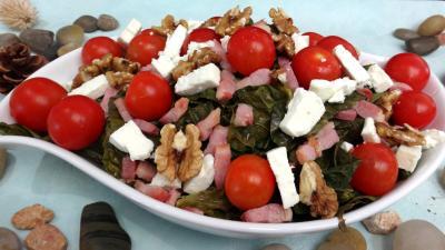 feta : Plat de salade de chou, noix et féta