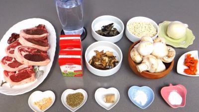 Ingrédients pour la recette : Côtes d'agneau aux crozets
