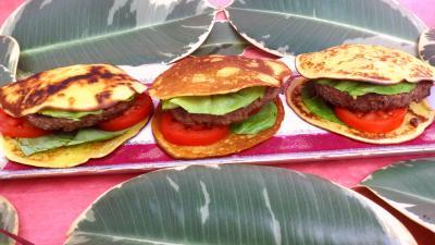 plat complet : Plat de pancakes façon hamburger