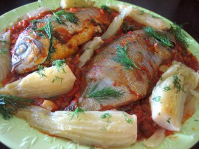 Image : Assiette de daurade à la tomate