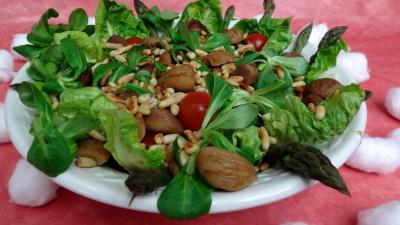 mâche : Saladier de salade de châtaignes