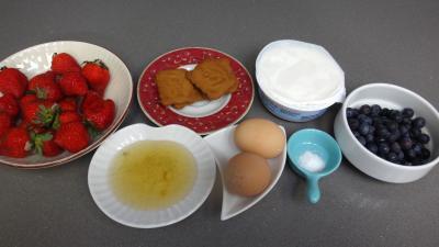 Ingrédients pour la recette : Mascarpone aux fraises et aux myrtilles