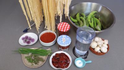 Ingrédients pour la recette : Tagliatelles fraîches aux fèves