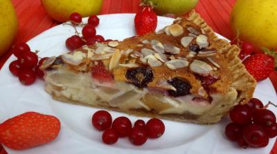 Amande effilée : Morceau de tarte aux fruits