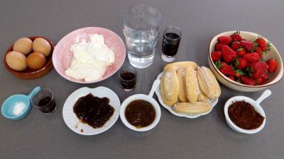 Ingrédients pour la recette : Mascarpone ou tiramisu aux fraises