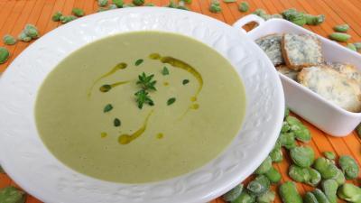 crème aux légumes : Soupière de crème de fèves
