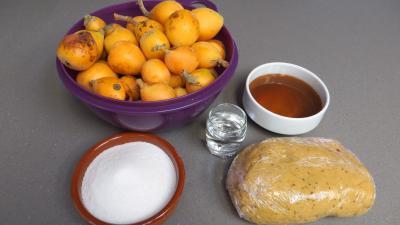 Ingrédients pour la recette : Tatin aux nèfles du Japon