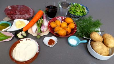Ingrédients pour la recette : Blanquette de cerf aux nèfles