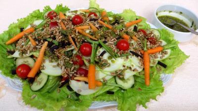 carotte fane : Assiette de salade de courgette crue au pesto