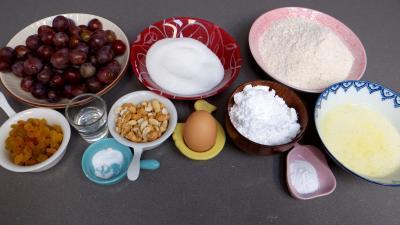 Ingrédients pour la recette : Tatin aux petites prunes