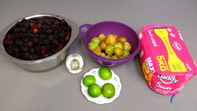 Ingrédients pour la recette : Gelée de mûres et prunes jaunes