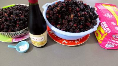 Ingrédients pour la recette : Confiture de mûres au vin rouge