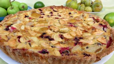 prune : Clafoutis aux pommes, prunes et cassis
