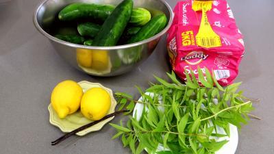 Ingrédients pour la recette : Confiture de concombre à la verveine