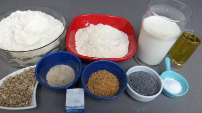 Ingrédients pour la recette : Petits pains aux graines