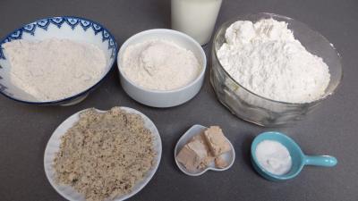 Ingrédients pour la recette : Petits pains rustiques aux farines