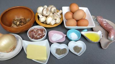 Ingrédients pour la recette : Omelette plate au poulet et cèpes