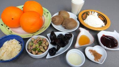Ingrédients pour la recette : Salade d'oranges aux pruneaux