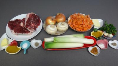Ingrédients pour la recette : Tranches de gigot aux carottes