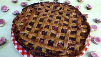 Assiette de tarte à la confiture de figues
