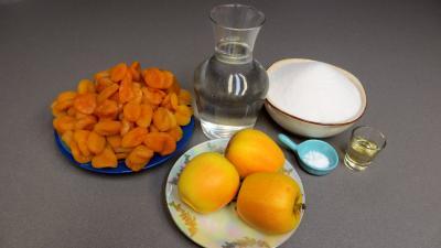 Ingrédients pour la recette : Confiture d'abricots secs et pommes