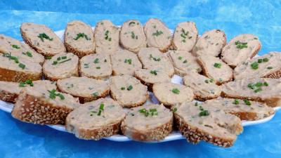 marron : Tartines de mousse de crabes