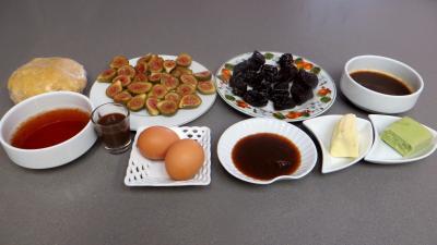 Ingrédients pour la recette : Clafoutis aux pruneaux et figues