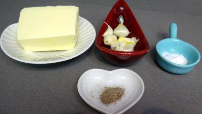 Ingrédients pour la recette : Beurre à l'ail