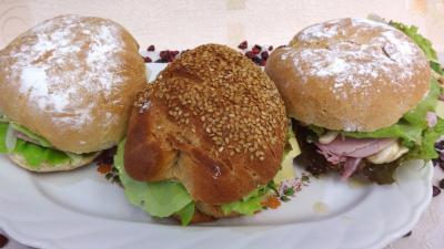 jambon blanc : Assiette de sandwichs champignons et beurre d'ail