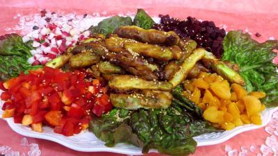 Cuisson au bain de friture : Plat de beignets d'asperges et crudités