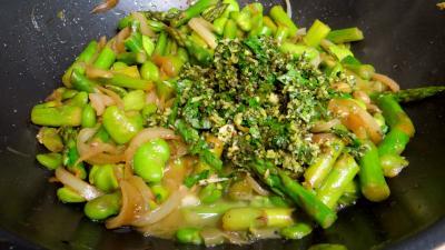 Poêlée d'asperges et fèves - 6.1