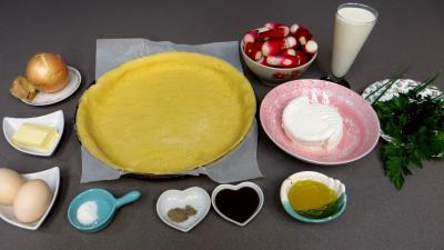 Ingrédients pour la recette : Tarte aux fromages frais et radis