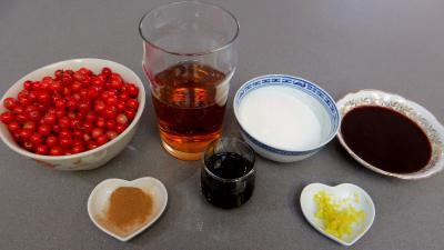Ingrédients pour la recette : Soupe de groseilles à la Bourguignonne