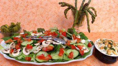salades composées : Asperges sauce cacahuètes