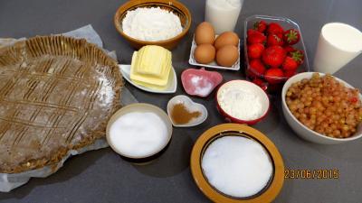 Ingrédients pour la recette : Tarte aux fraises et streusel