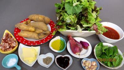 Ingrédients pour la recette : Chiffonnade de laitue aux lardons