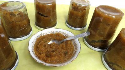 gingembre en poudre : Coupelle de chutney aux courgettes