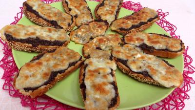 Amuse-bouche : Assiette de bruschette aux champignons