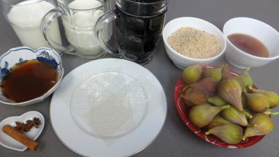 Ingrédients pour la recette : Blanc-manger et figues au vin