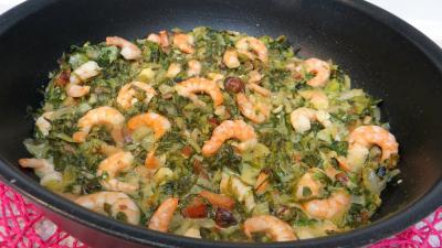 ciboule : Sauteuse de salade cuite aux crevettes