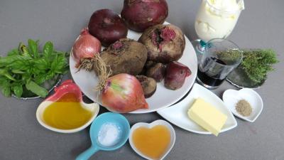 Ingrédients pour la recette : Betteraves à la crème et au thym