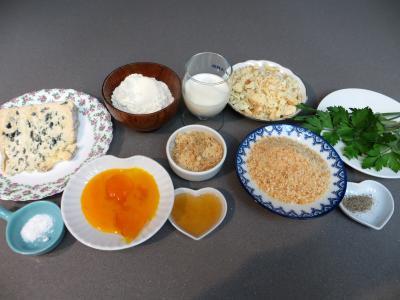 Ingrédients pour la recette : Beignets au bleu d'Auvergne